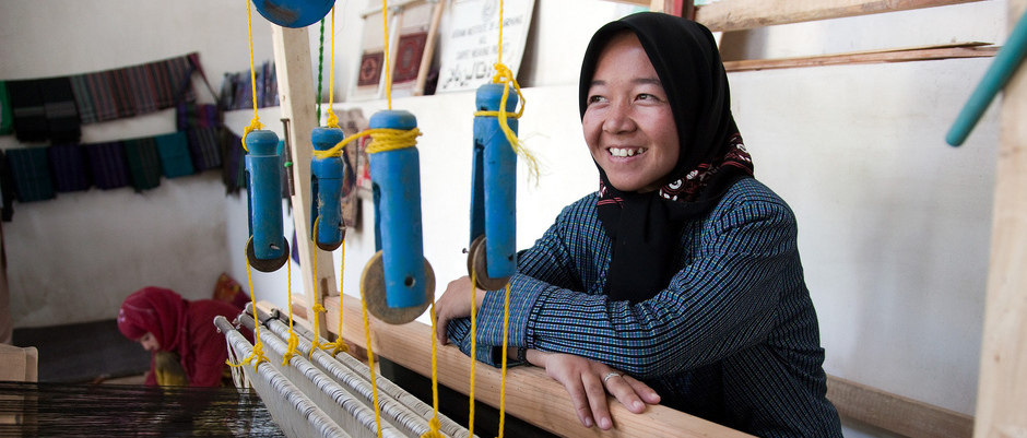 Sughira, works at weaving silk